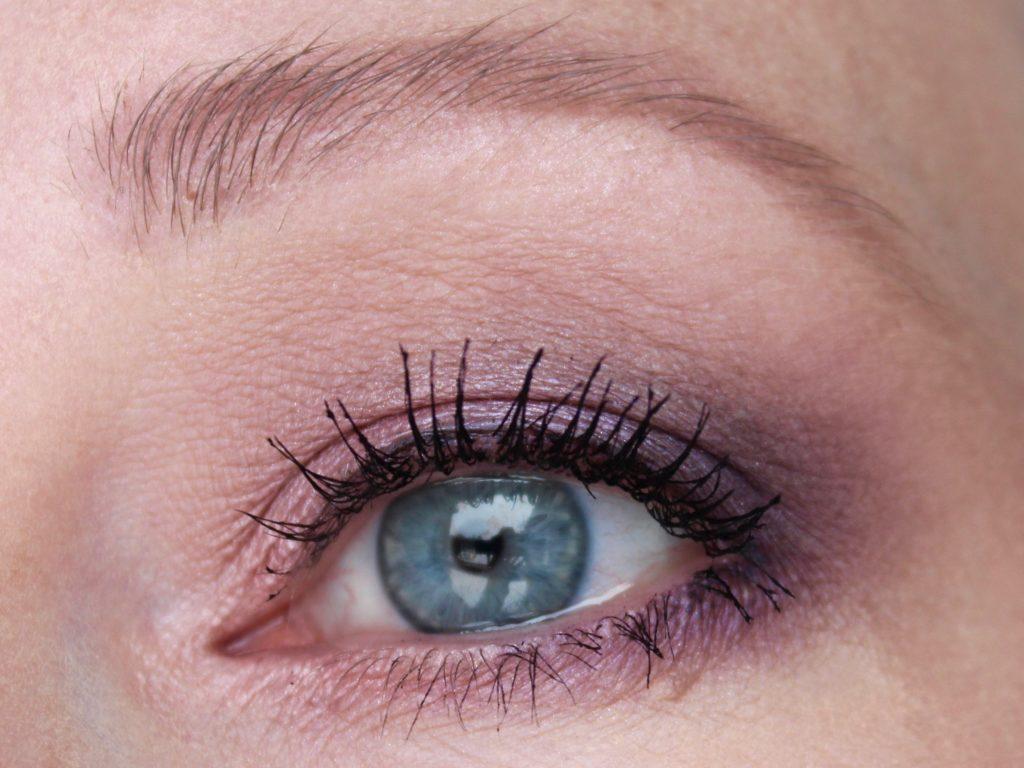 Fenty Beauty Snap Shadow Eyeshadow Palette 2 Cool Neutrals Look